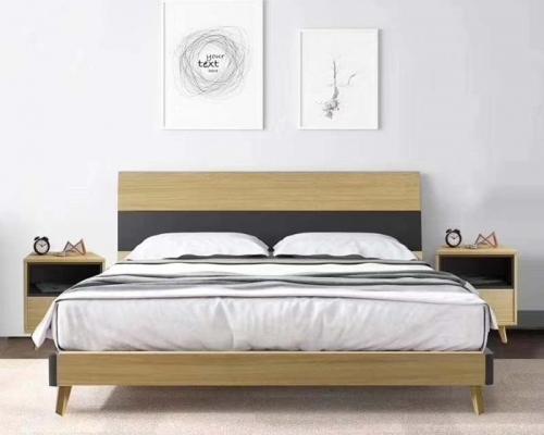 主卧室双人床